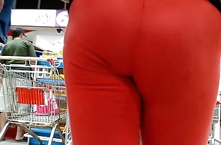 ASS MILF IN SPANDEX RED