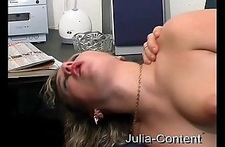 Blonde housewife fucked on casting-couch